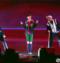 李宇春巡演甜糯告白粉丝 惊喜献唱《千域千寻》