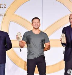 《王牌特工2》发布会蛋蛋梅林酒后吐真言 入乡随俗大吃黄金蟹