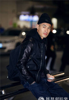 行走的硬汉少年的心 杨祐宁炫酷飞赴巴黎男装周