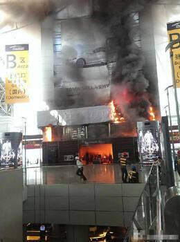 广州白云机场卖场起火
