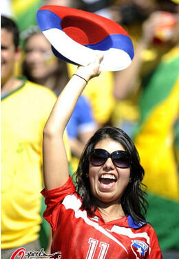 高清图:智利美女主播疯狂撩衣