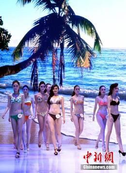 女大学生模特走秀图片