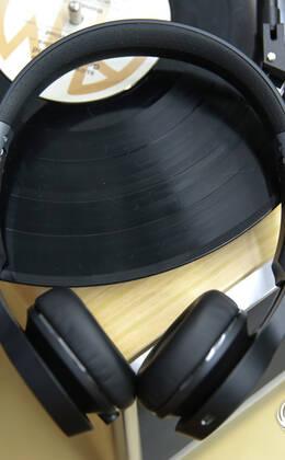 魔声ClarityHD压耳式无线耳机图赏:至臻音效引领时尚趋势