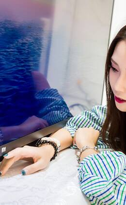 小米电视3s 图赏:一面美女 一面科技