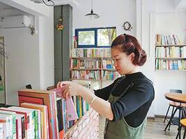 """""""阅读是最好的习惯"""",宁波女教师自费6万元办免费图书室"""