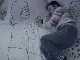 """""""格斗孤儿""""引起公众热议 从不同角度关注留守儿童"""