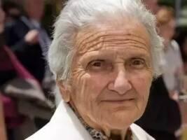 92岁老奶奶自掏腰包免费供食,喂饱一座城市的流浪汉