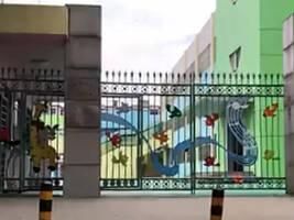"""新华社暗访安徽部分幼儿园:想上公办,就要先报""""亲子班"""""""