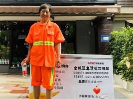 重庆街头现无人冰柜 公益背后暗藏难题