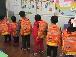 """""""橙色书包""""是否会让听障儿童""""被标签化""""?"""