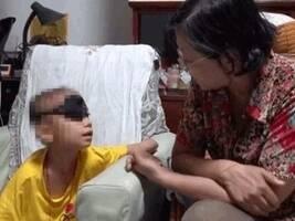 人间有爱!8岁患癌女孩遭父抛弃,却被68岁陌生奶奶宠成了亲孙女