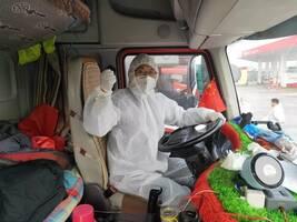 """抗疫运输卡车司机:不敢回家,回家就成了""""罪人"""""""