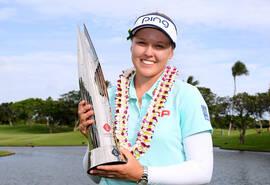 LPGA夏威夷锦标赛亨德森捧杯
