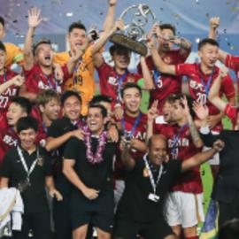 荣耀时刻!恒大全队举起亚冠冠军奖杯