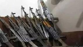 阿富汗大叔炫耀的AK47,居然装超长弹匣,这值多少钱