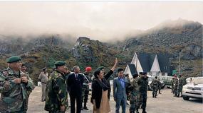 印女国防部长为何向中国军队打招呼示好