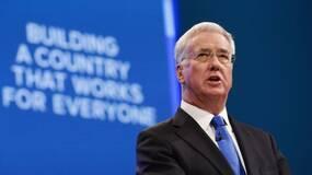 英国为啥改口不挑衅中国?无意跟随美国在南海巡航!