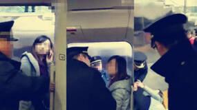 女子阻碍高铁发车:该不该追究其教师身份?