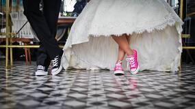 见家长被驱逐:中国式婚姻结合为何总是充满对抗?