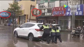 "交警雨中推车,真的是""演戏""?"