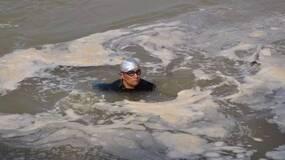 一支水上救援队和330个悲伤故事