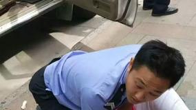 抱着孩子怼警察,在美国会被击毙吗?