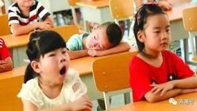 """不要再让小学生""""起得比鸡早""""了"""