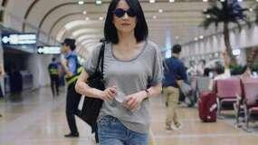 46岁俞飞鸿近照,新潮打扮像30岁,婚姻一直是个谜