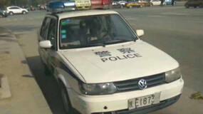 """陕西一警车违停被市民贴""""罚单"""",交警:罚警车百元并通报"""