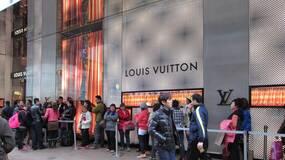 中国人热衷于买奢侈品,更需要的是反思