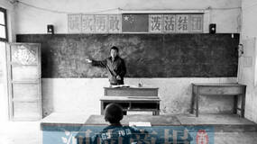 """河南""""一师一生一学校""""登央视舞台,观众起立齐呼""""老师好"""""""