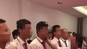 """男员工排队让女经理扇耳光,原来是""""主动要求""""?"""