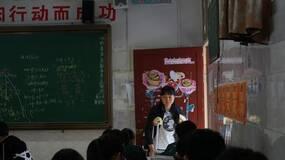 """女教师骨裂第二天就上课,不该提倡这种""""正能量""""!"""