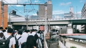 大阪百年最强地震一名学生遇难,整个日本却炸开了锅