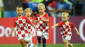 世界杯·球迷 球技不输老爸!克罗地亚迷你小队萌翻赛场