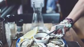 村上春树:小说家就是描述全世界的炸牡蛎的人