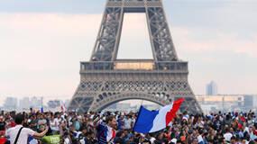 世界杯·球迷|巴黎沸腾:这一刻,胜利属于法国人