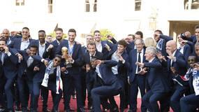 世界杯·直击|法国队凯旋,十万球迷沸腾香街!