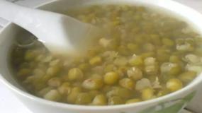 为什么南方绿豆汤是绿色,而北方是红色的?真相没那么简单