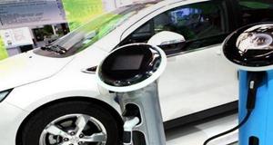 """新能源车""""自嗨""""背后:有钱你也买不到车"""
