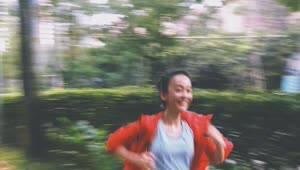 陈意涵挺5个月孕肚跑步5.55KM