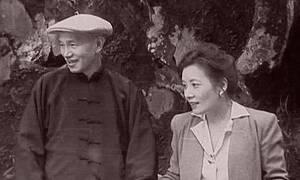 罕见蒋介石旧照:穿便装与宋美龄携手