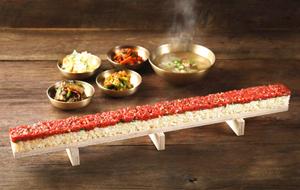 半米长的生韩牛寿司你敢挑战吗?