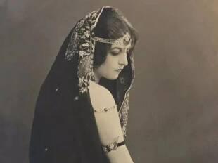 她只用一支弗拉明戈,就换来世界上最奢华的几件珠宝