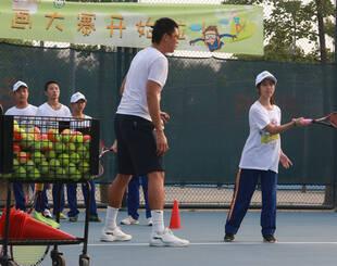 北京打工子弟中学学生玩网球是种怎样的体验?
