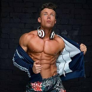 爱尔兰超200斤小伙瘦身变内衣模特