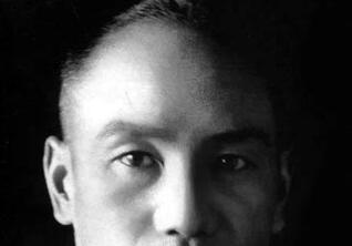 台湾蒋介石头部被涂匪字铜像绑情趣用品推吗不能直通车情趣用品图片