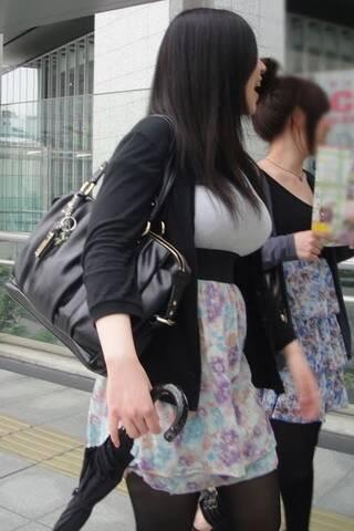 偷拍日本街头巨乳美女
