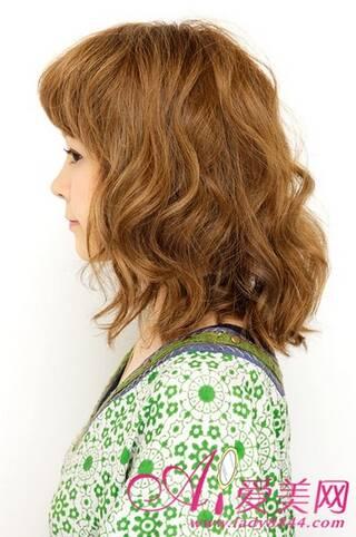 热荐中卷发 蓬松发型反衬精致五官,爱美网美发分享烫发发型设计图片图片