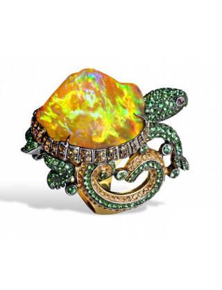 动物珠宝同样栩栩如生,将灵动可爱的动物们制作成精致的珠宝戒指,让